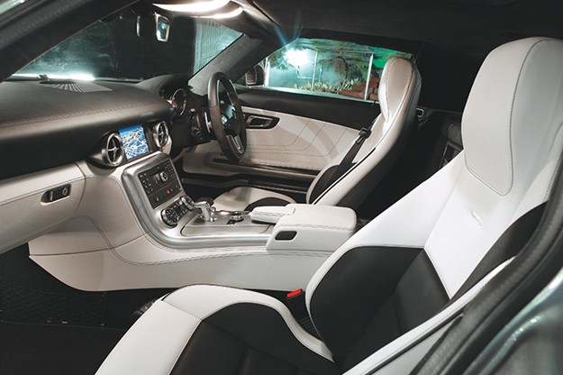 mercedes-benz-sls-amg-interior.jpg
