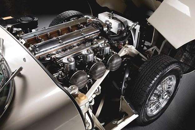 Jaguar-e-type-engine-bay-5.jpg