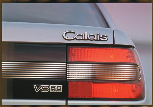 VN-v-EA-Commodore-Calais-rear-badge.jpg