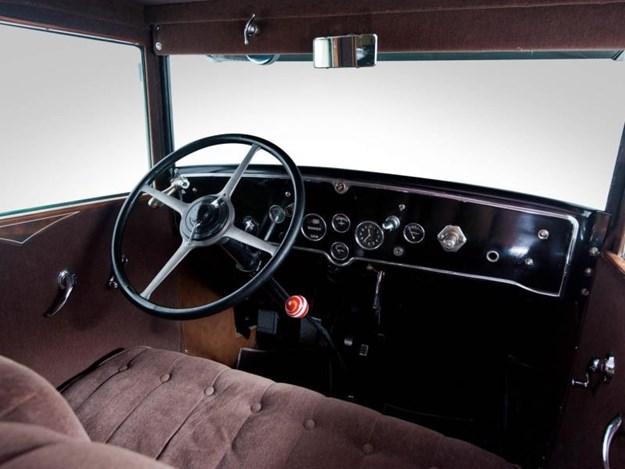 Al-Capone's-Cadillac-interior.jpg
