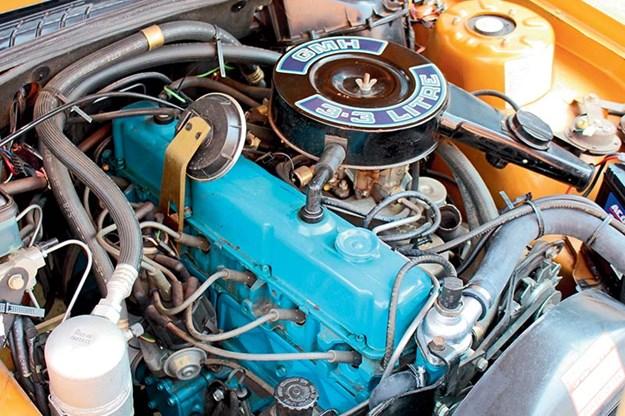 holden-vc-commodore-sle-engine-bay.jpg