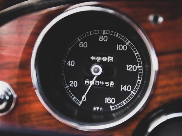 Toyota-2000GT-for-auction-interior-odo.jpg