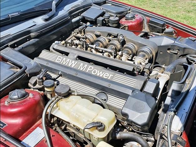 BMW-e34-M5-engine.jpg