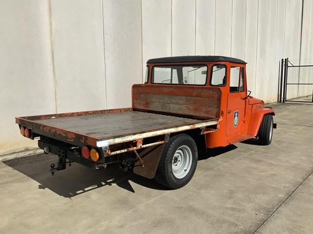FJ-Landcruiser-V8-rear-side.jpg