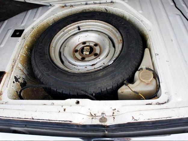 VH-SL-Tempter-interior-boot-floor.jpg
