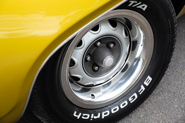 R:\Web\WebTeam\Mary\Motoring\UC 440\road runner\plymouth-road-runner-wheel-3.jpg