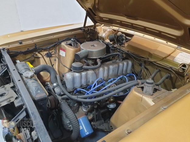 XW-Fairmont-engine.jpg