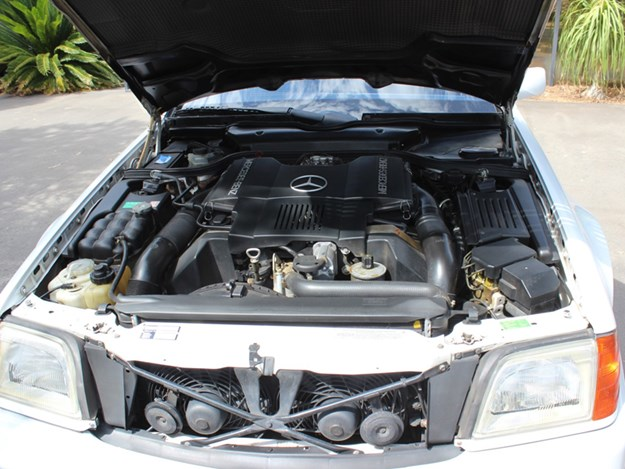 Mercedes-Benz-SL500-engine.jpg