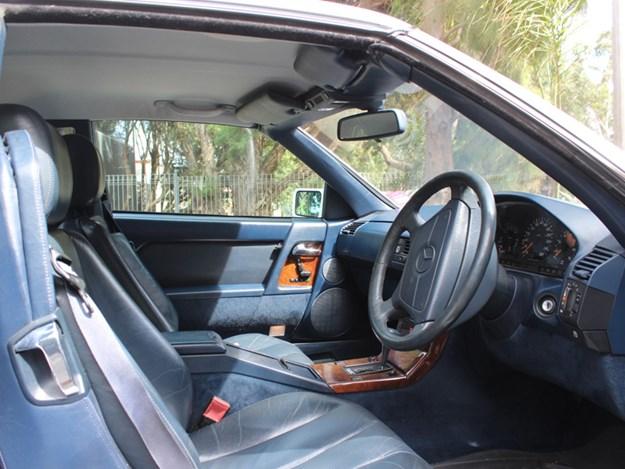 Mercedes-Benz-SL500-interior-side.jpg