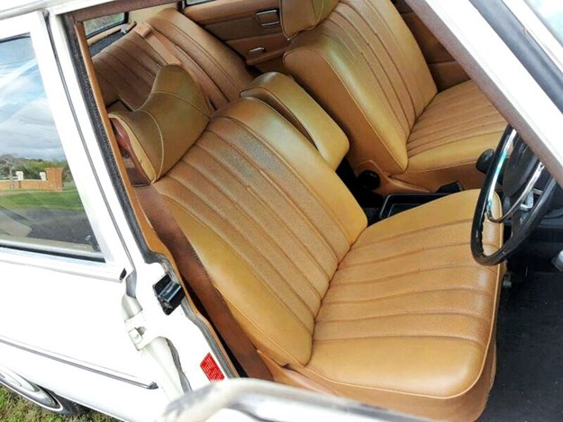 Mercedes-220D-interior.jpg