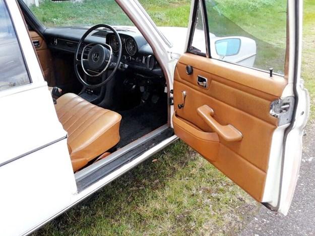Mercedes-220D-side-door.jpg