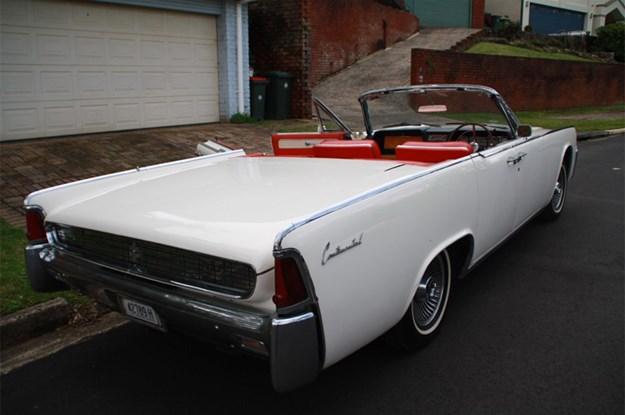 Lincoln-Continental-rear-side.jpg