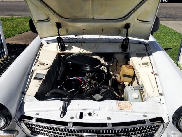 Peugeot-404-engine.jpg