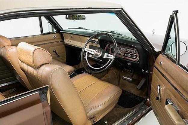 chrysler-valiant-interior-front.jpg