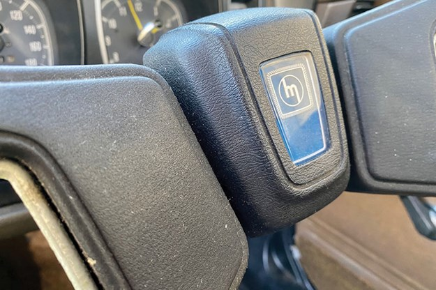 mazda-929-steering-wheel.jpg