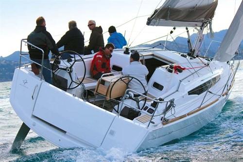 Jeanneau Sun Odyssey 349 deck layout