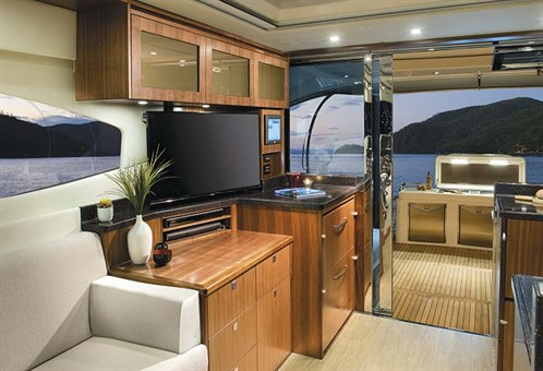 Riviera 6000 Sport Yacht layout