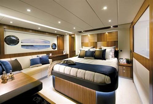 Riviera 6000 SY master -bedroom