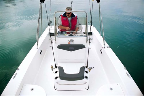 Robalo Cayman 206 deck layout