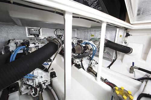 Maritimo S43 diesel engines