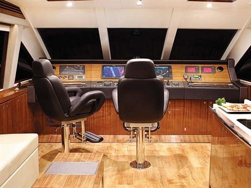 Whitehaven 6000 Flybridge cockpit