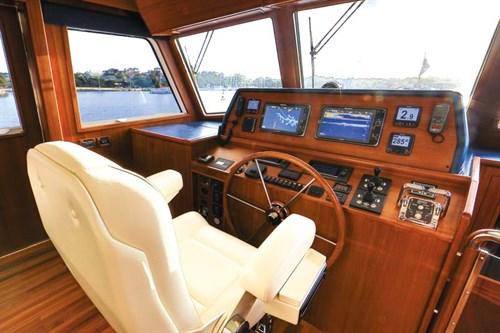 Grand Banks 54 helm