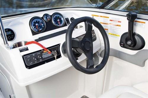 Steering wheel on Bayliner 190 Deck Boat