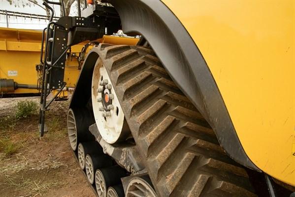 8241New Holland Cr 1090_tracks