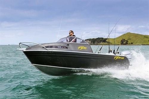 Fyran 550 ride on the water