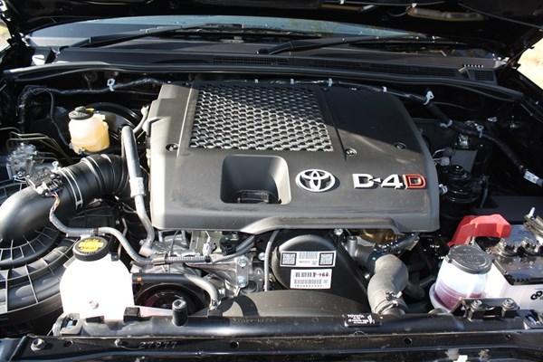 Toyota Hilux _Black Edition 2014_engine