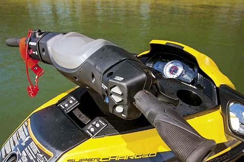 Yamaha WaveRunner FX SVHO controls