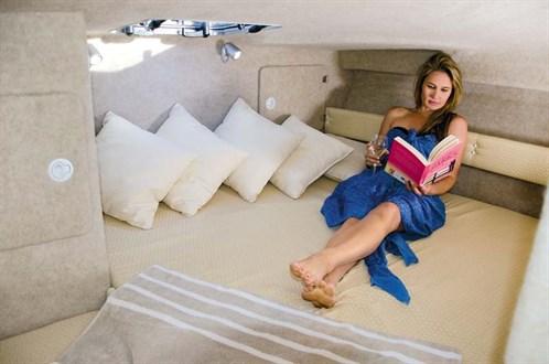 Powercat 3100 Platinum Cruiser cabin