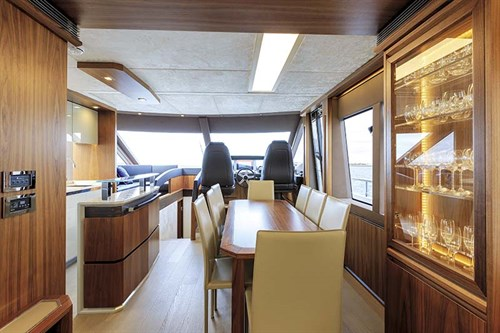 Absolute 72 Fly dining room