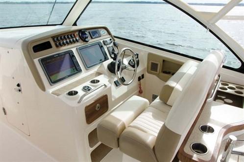 Grady-White 375 helm