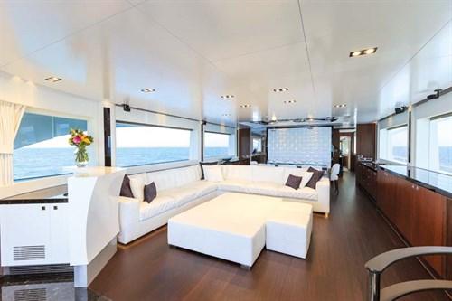 Lounge in Horizon RP110 superyacht