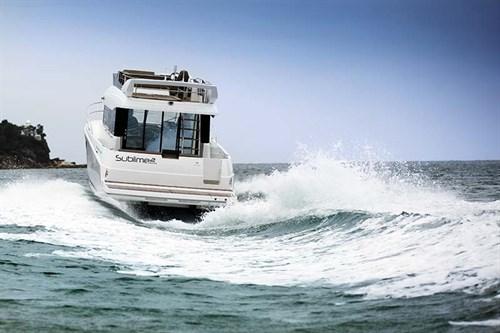 Jeanneau Velasco 43F on the water