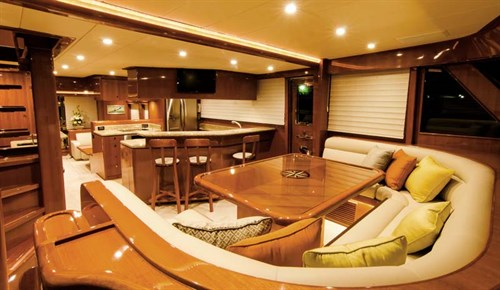 Hampton Endurance 720 Skylounge main deck