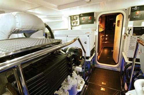 Hampton Endurance 720 Skylounge engines