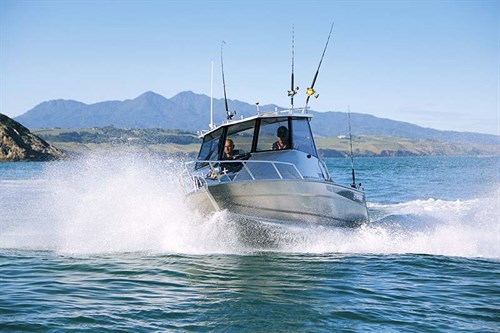 Surtees 610 Gamefisher HT on the water