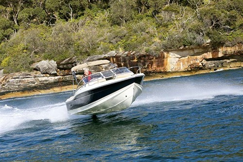 Scout 210 Dorado on the water