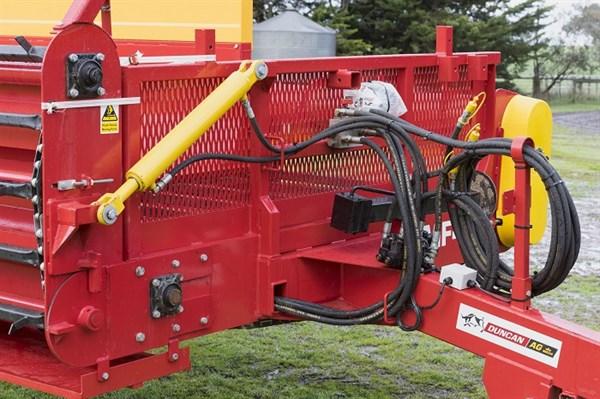 Duncan Ag Multi -Plus Feeder _hydraulic Ram _8459