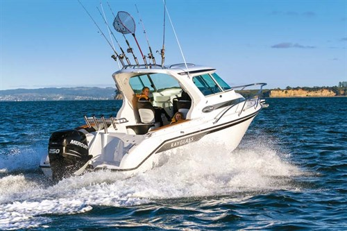 Rayglass Legend 2350 on the water