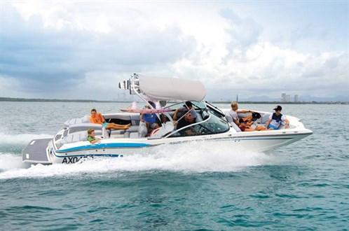 Mastercraft X46 wakeboat
