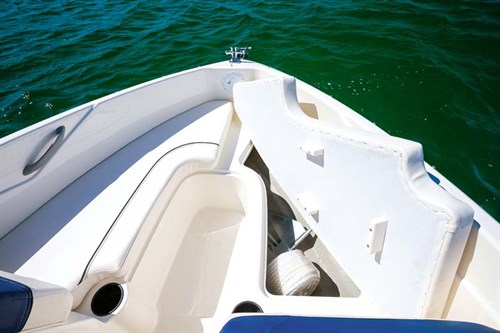 Bow of Bayliner 170 Outboard