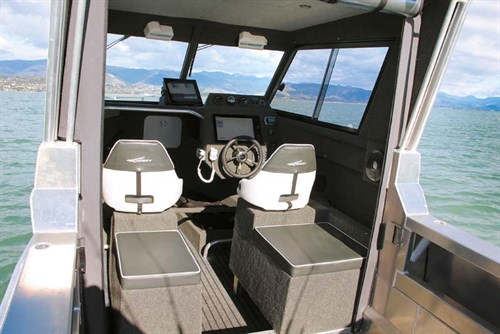 Osprey 630 Open Hard Top cabin