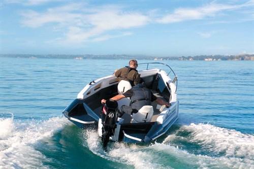 Mac 420 Highside on the water