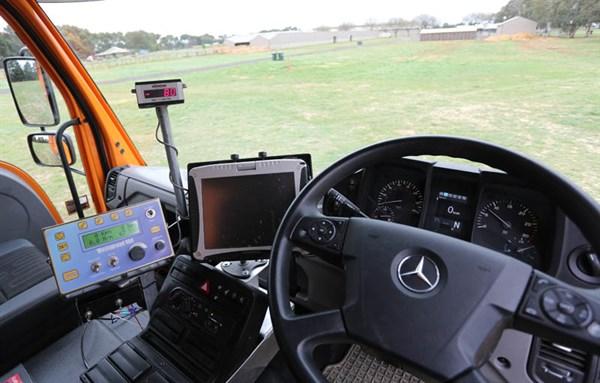 Unimog _ U430_in Cabin _steering _4
