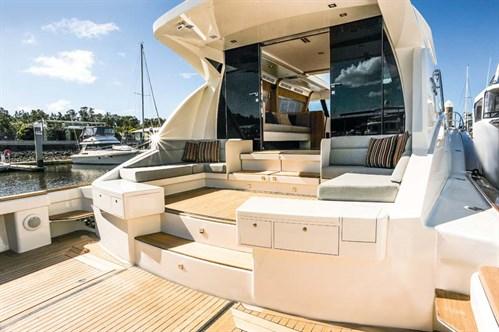 Layout on Cresta 70 motor yacht