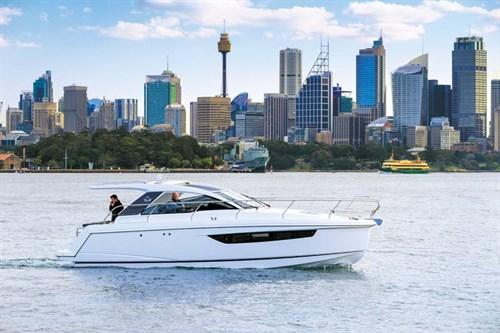 Sealine S330 luxury motor yacht