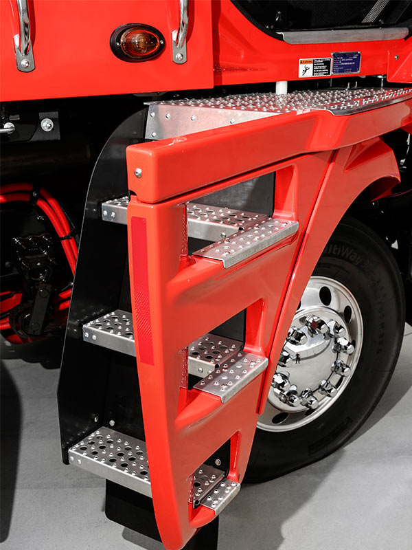 Freightliner ,-Argosy ,-test -drive ,-Daimler ,-Trade -Trucks -Cab -entry